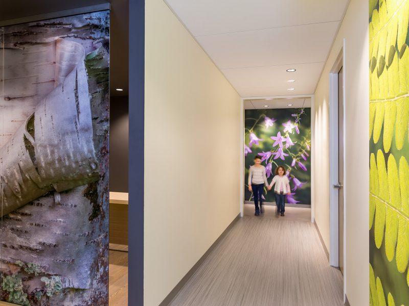 6-hallway2_girls_2015_02_15